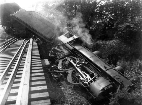 derailed-train.jpg